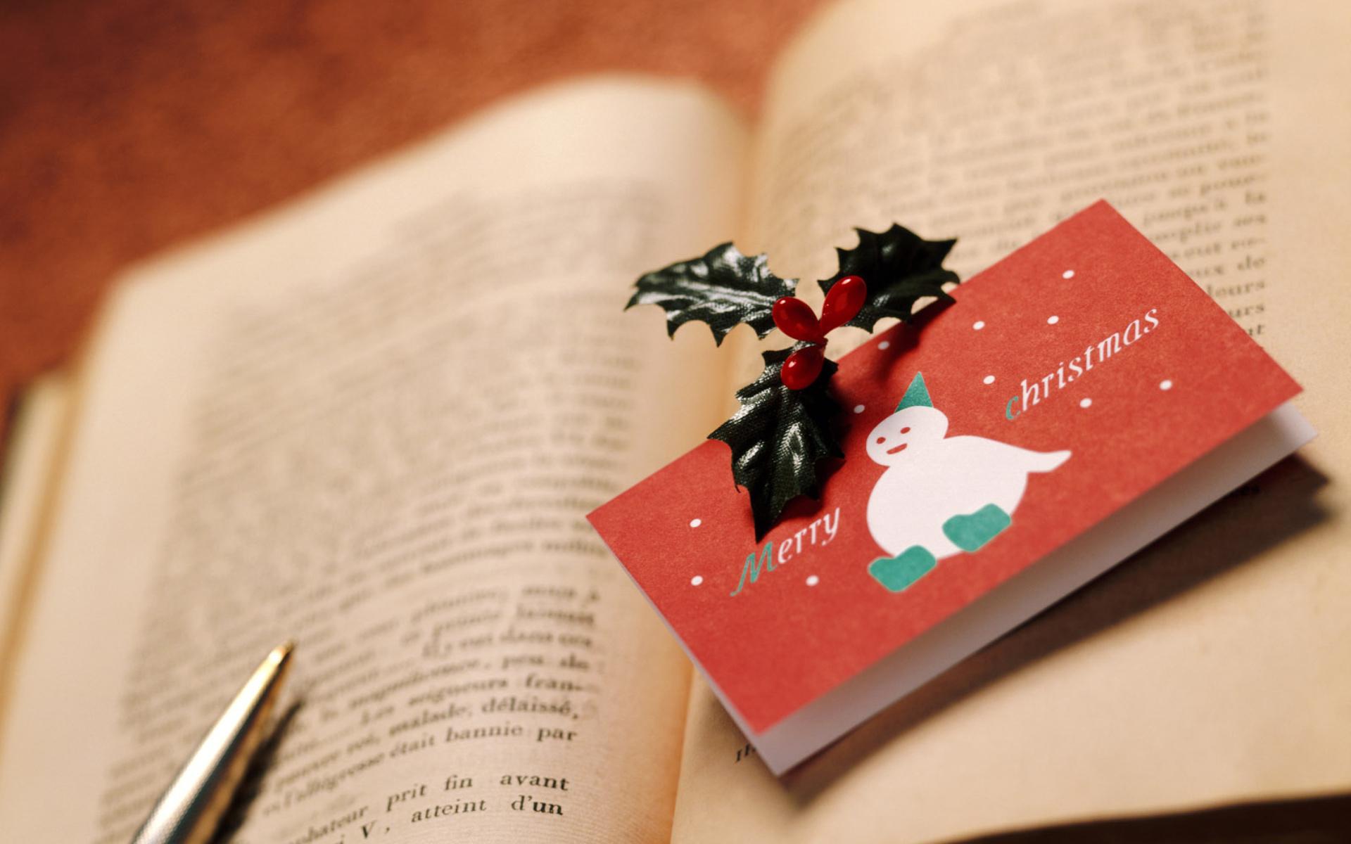 Новогодняя открытка с книгой