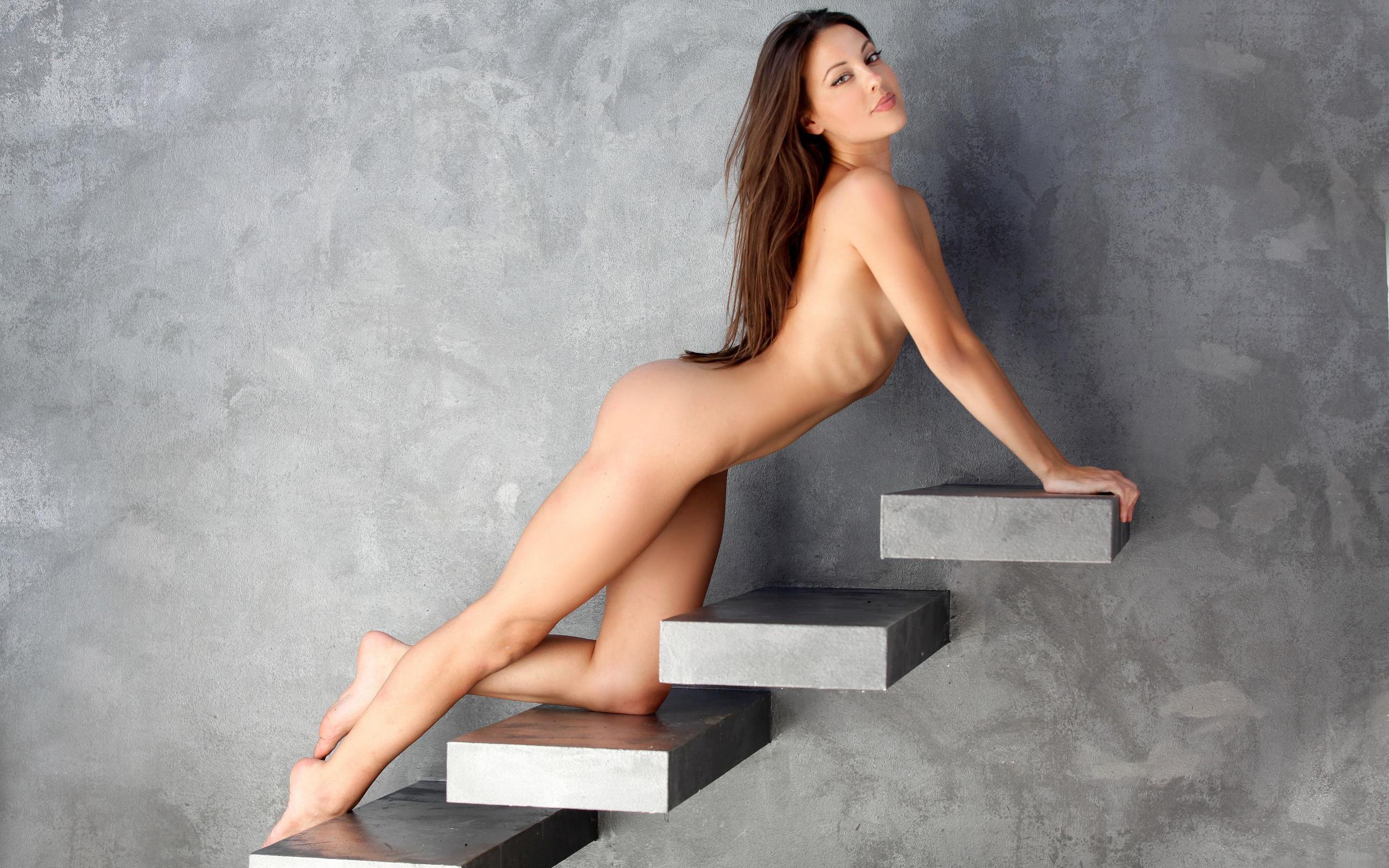Девушка На Лестнице Эротика