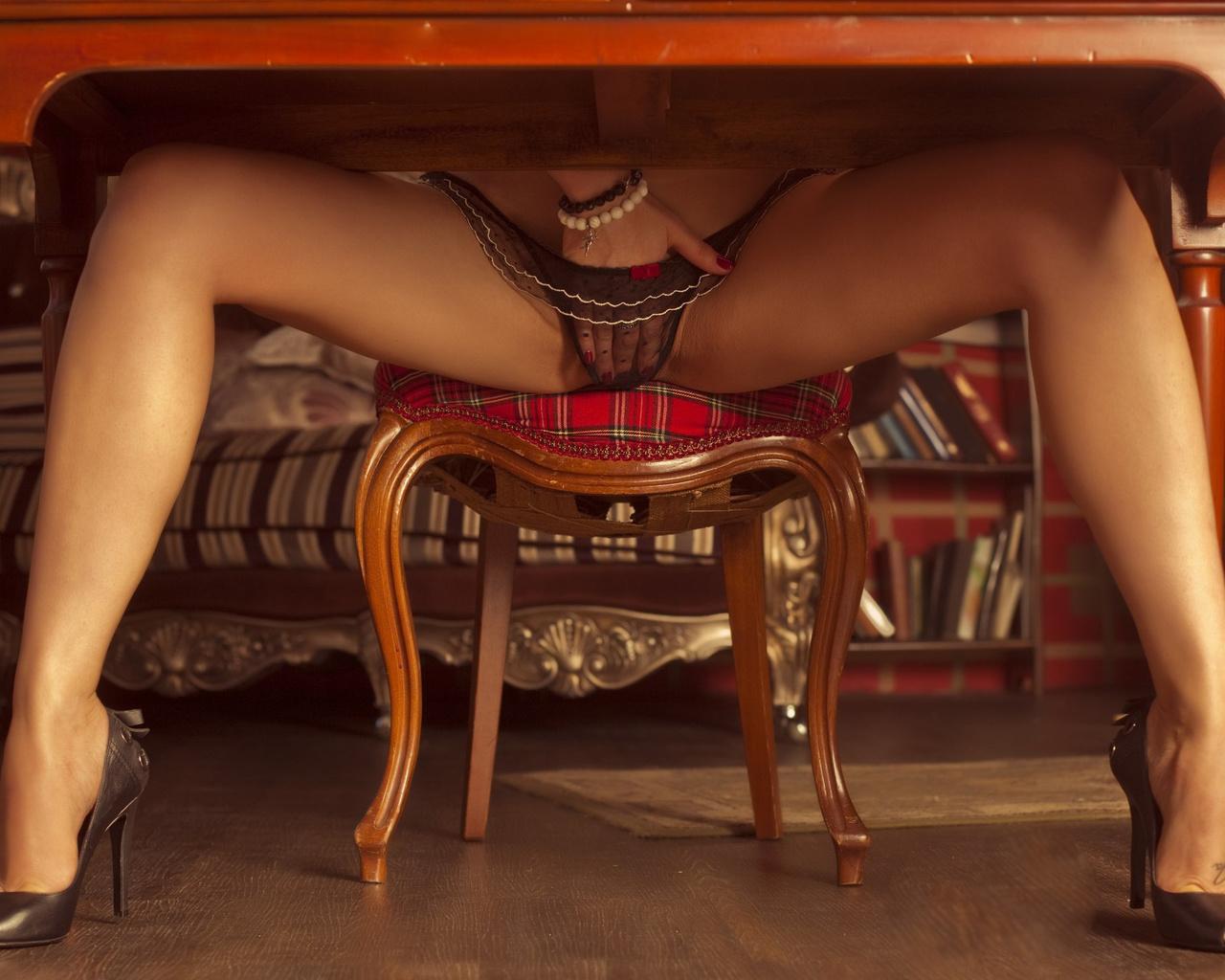 Стриптиз за барным стулом, Стриптиз на стуле - видео Yo-Sex 25 фотография