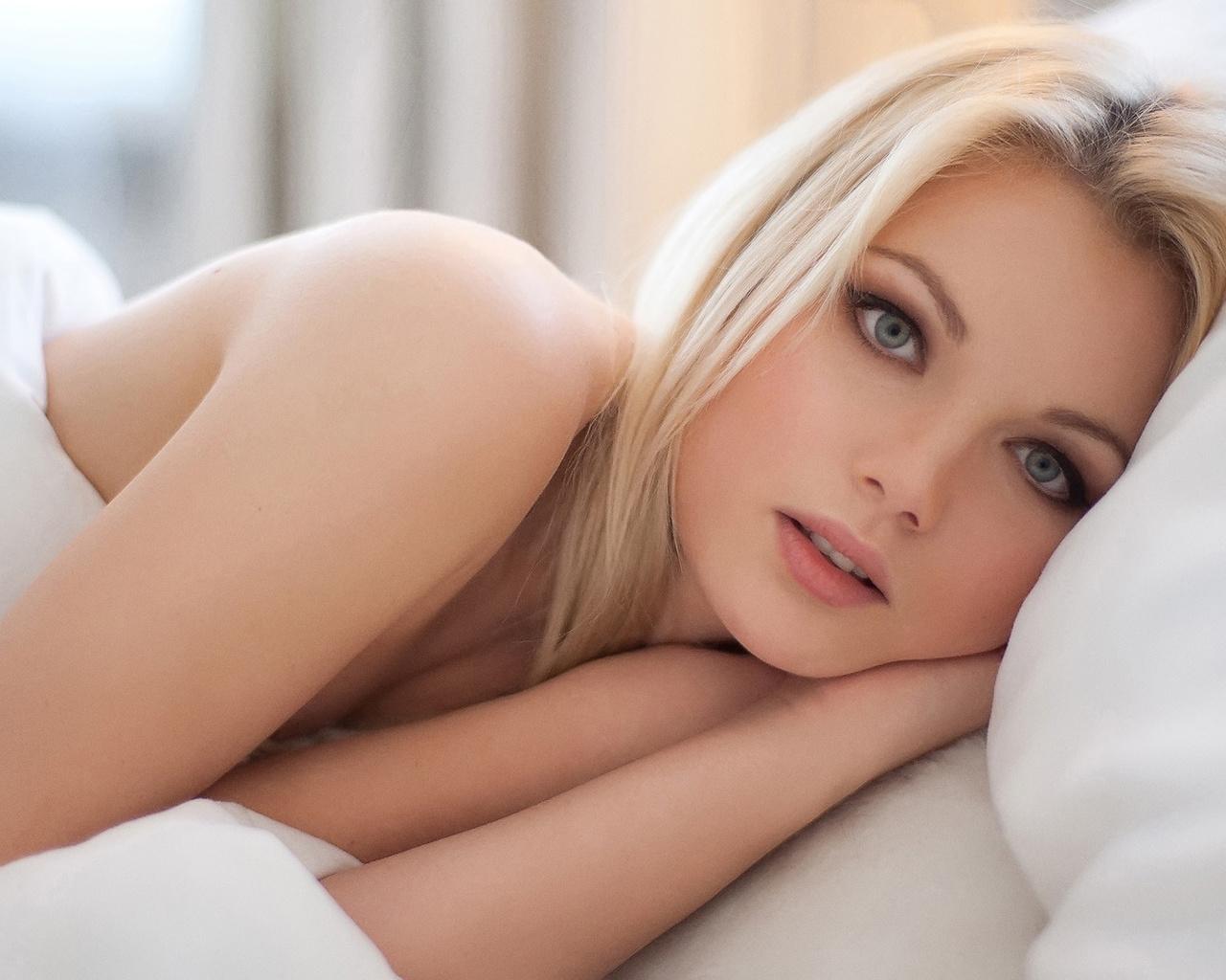 Милые прекрасные девушки в кровати #10