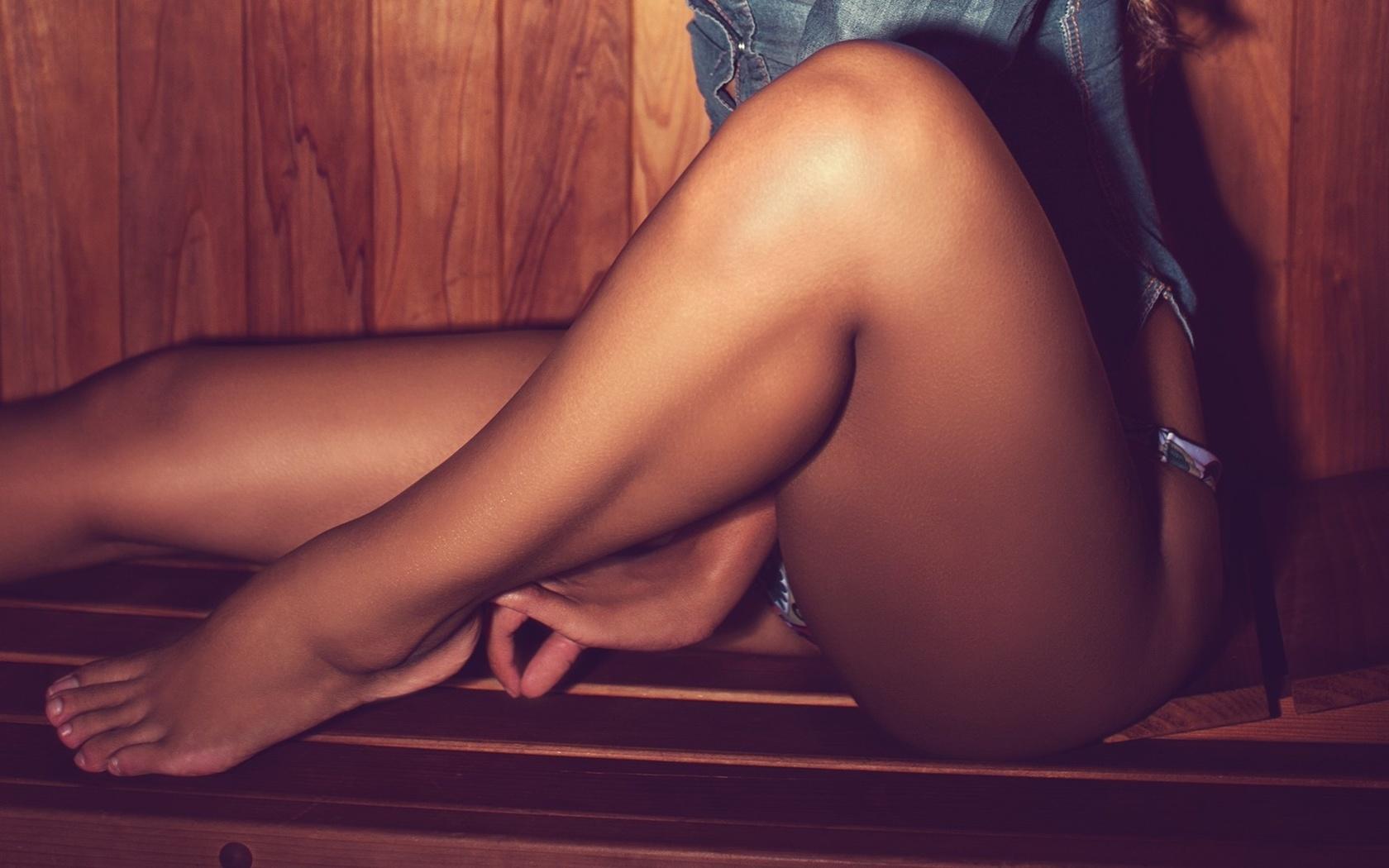 Голые попки длинноногих девушек #15