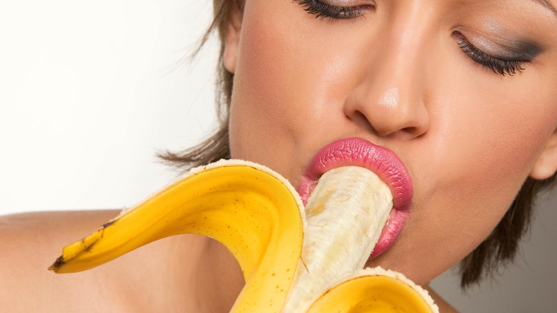 Лизбиянка кончела в рот своей подруге