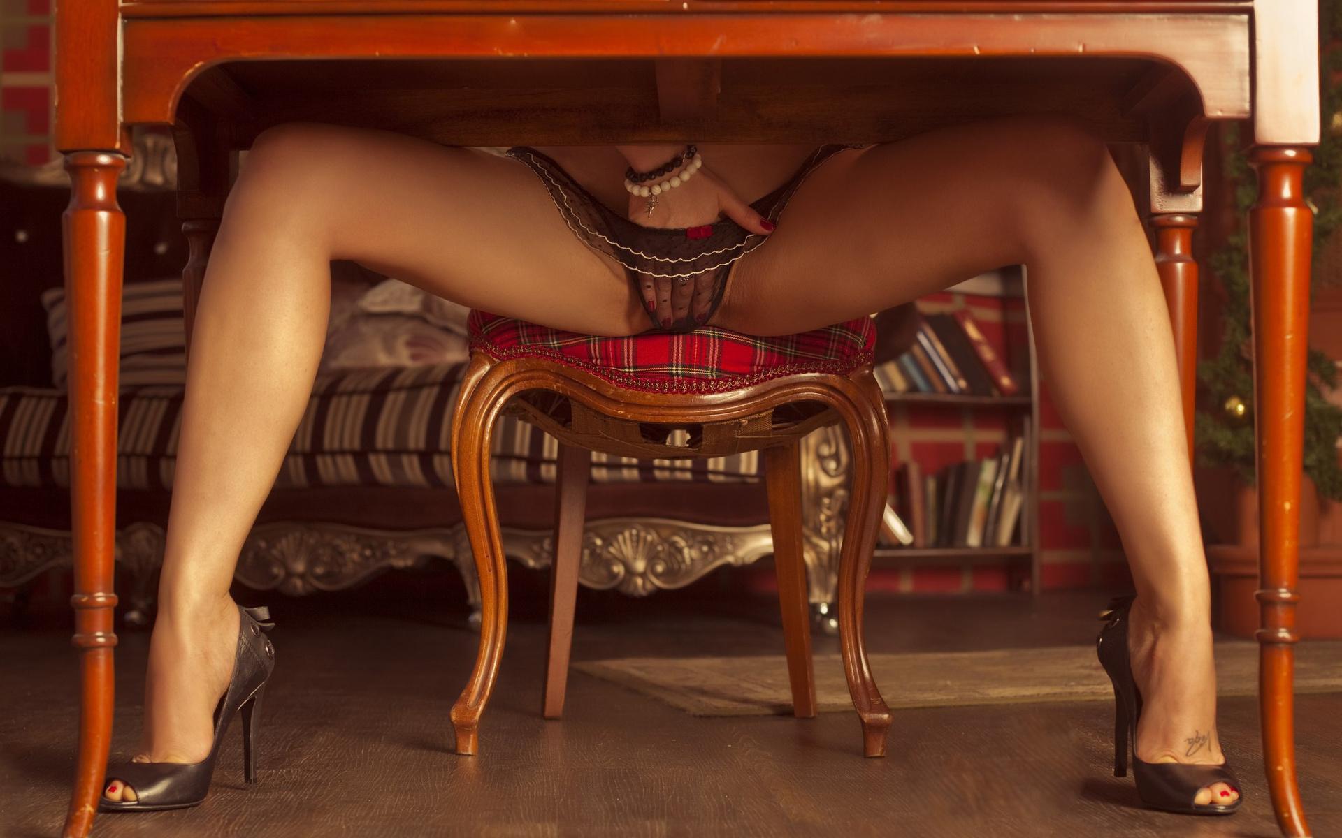 отношениям секс девушки раздвигают ножки под столом например, очень рада