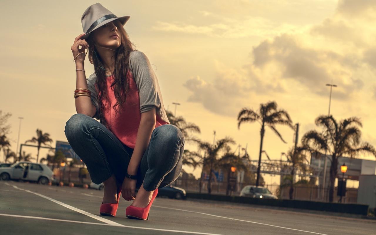девушка, позирует, небо, облака, пальмы, дорога, красивая, коралловый, удовольствие