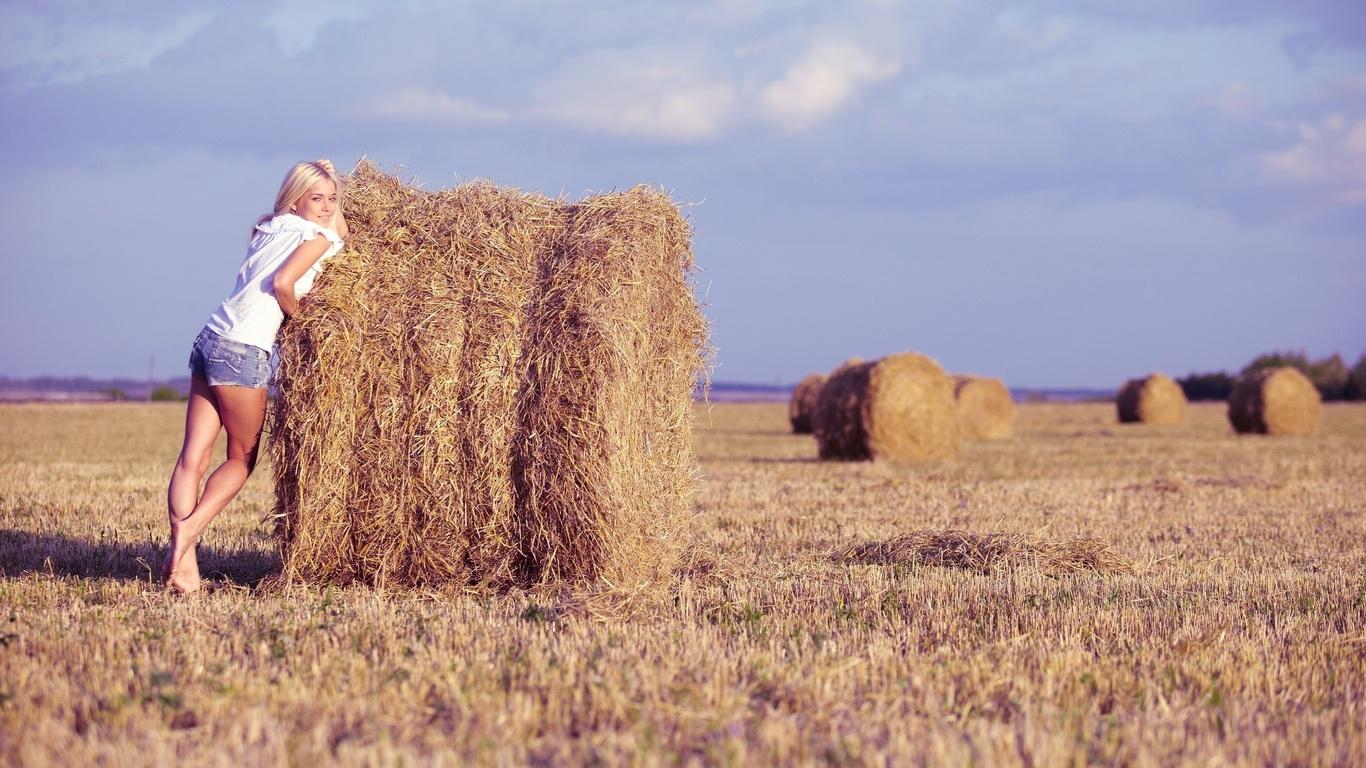 природа, сено, девушка, блондинка, поле, фото, небо, стог