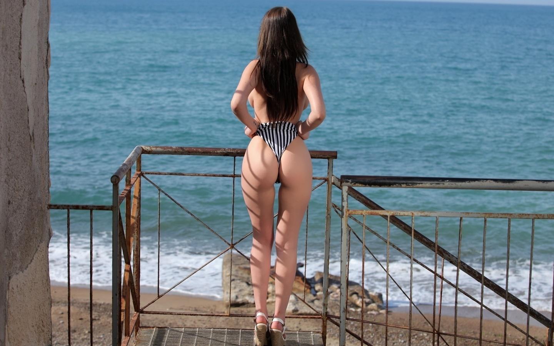 девушка, позирует, море, попка, купальник, грудь