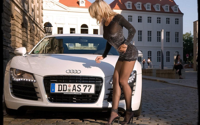 девушка, авто, ножки, попка, фигурка