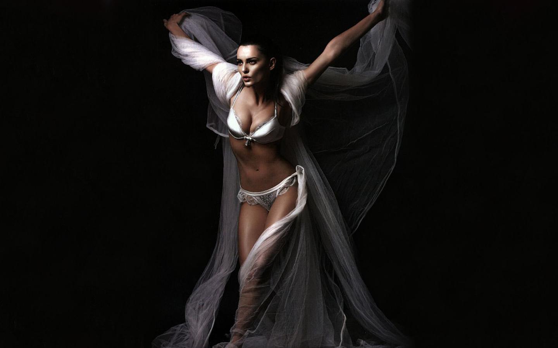 catrinel menghia, секси, фигура, талия, модель, ножки, белье, красота, движение, лицо, взгляд, губки, брюнетка, барышня, упс,