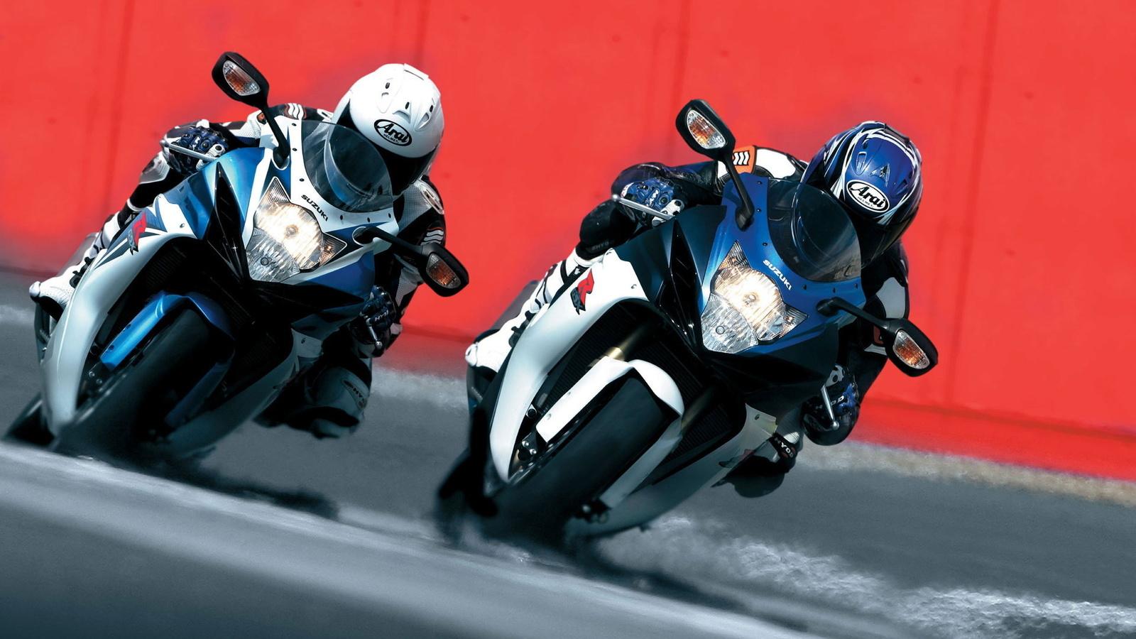 сузуки, байк, гонки, скорость, соревнования, шлем, соперник, вираж, колеса, фары, байк