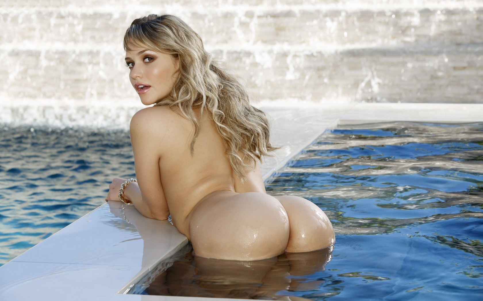блондинка, девушка, бассейн, позирует, попка, вода, взгляд, секс бомба, красотка, смачно, аппетитно, эротично, mia malkova, тема