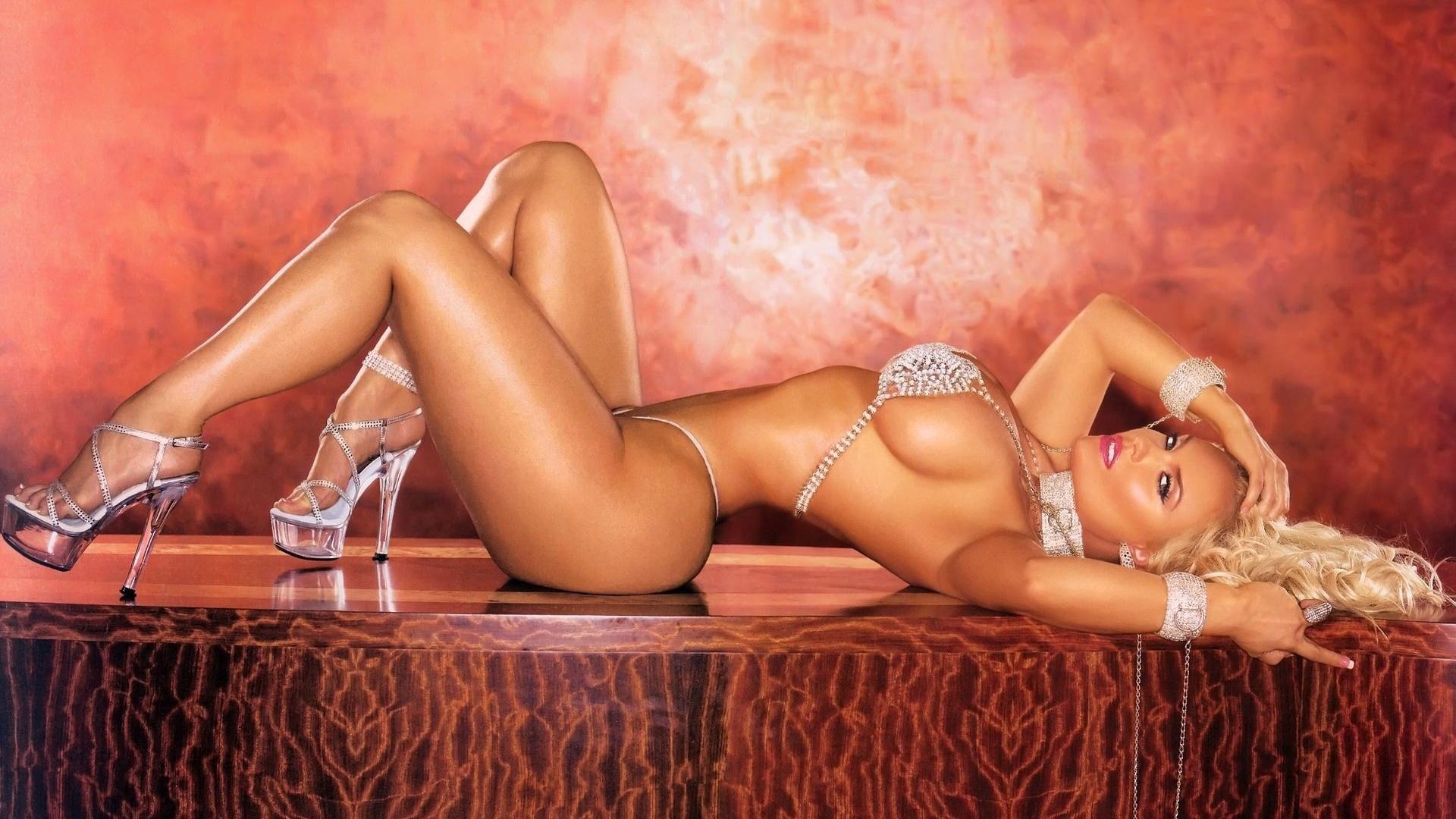 Секс фото - Горячие секс и порно фото на Eroticen.com