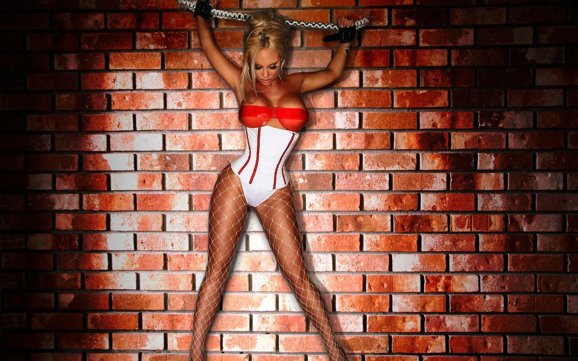 nicole coco austin, секс бомба, большая грудь, сиськи, титьки, дойки, банки, вымя, секси, красотка,сеточка, цепи, наручники