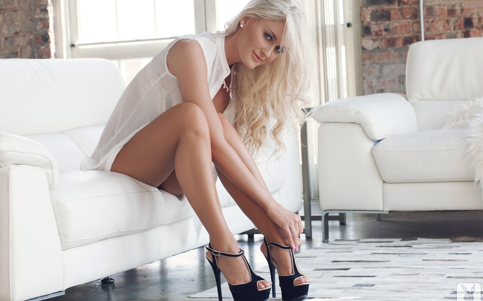 длинноногие блондинки в чулках обо мне самая