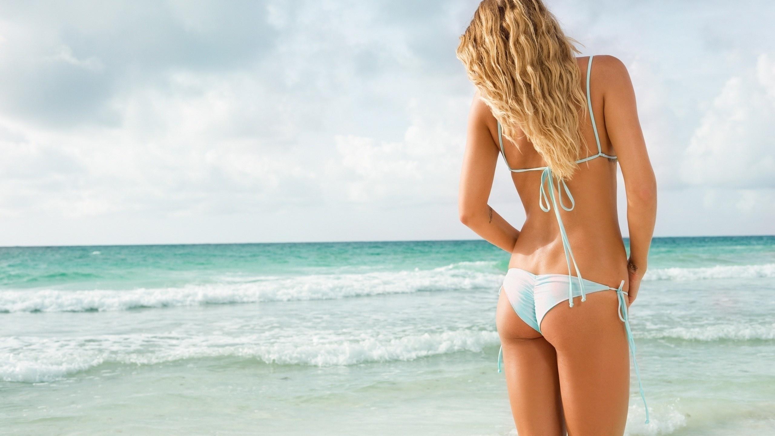 этой позе красивые русские девушки в купальниках вид со спины время