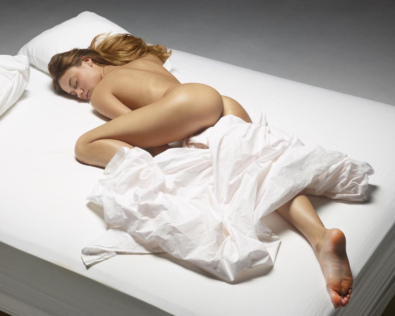 Эротично спящие девушки, Порно спящие, секс со спящими девушками видео 27 фотография