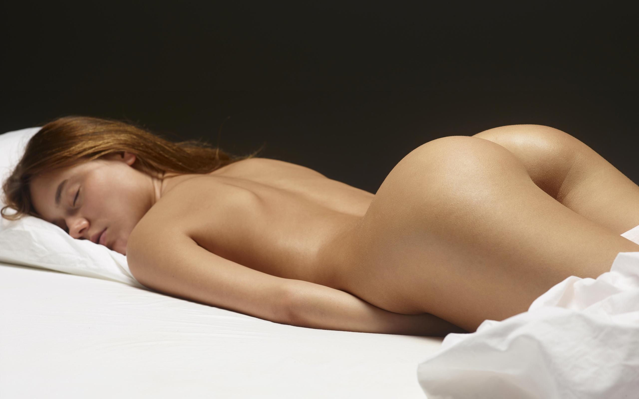 девушка фото девичьей обнаженной попы карина