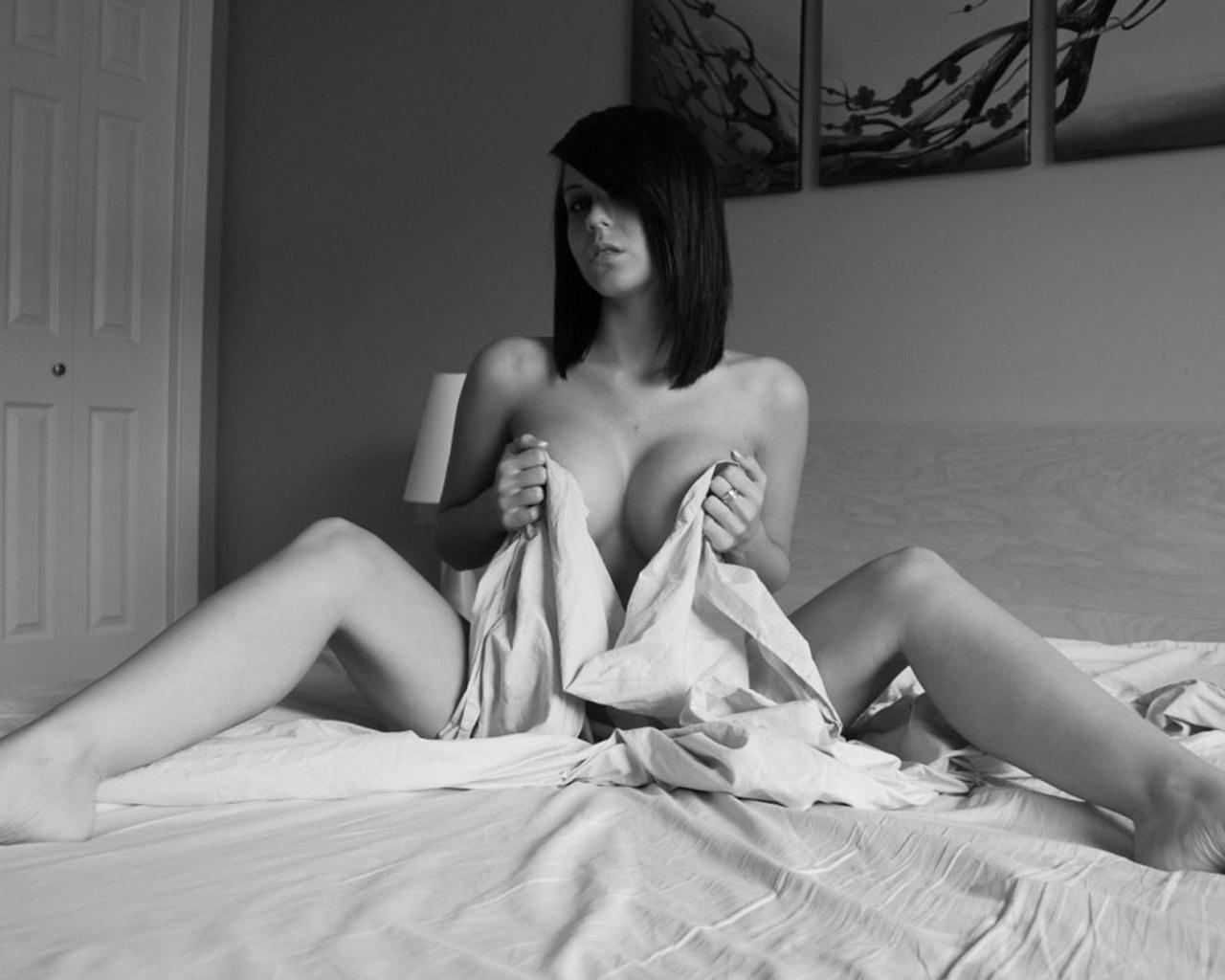 Эротические черное фото, Чёрно-белая эротика - красивые фото голых девушек 1 фотография