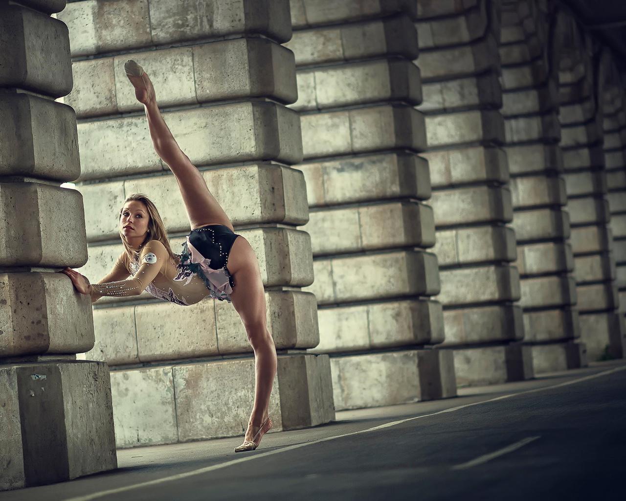 Супер голая гимнастика, Голые гимнастки: смотреть русское порно видео онлайн 26 фотография