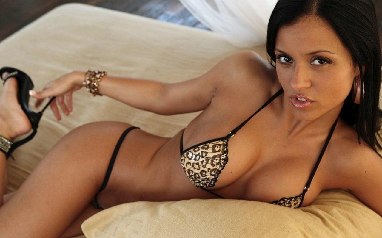 Красивая латиноамериканская порнозвезда
