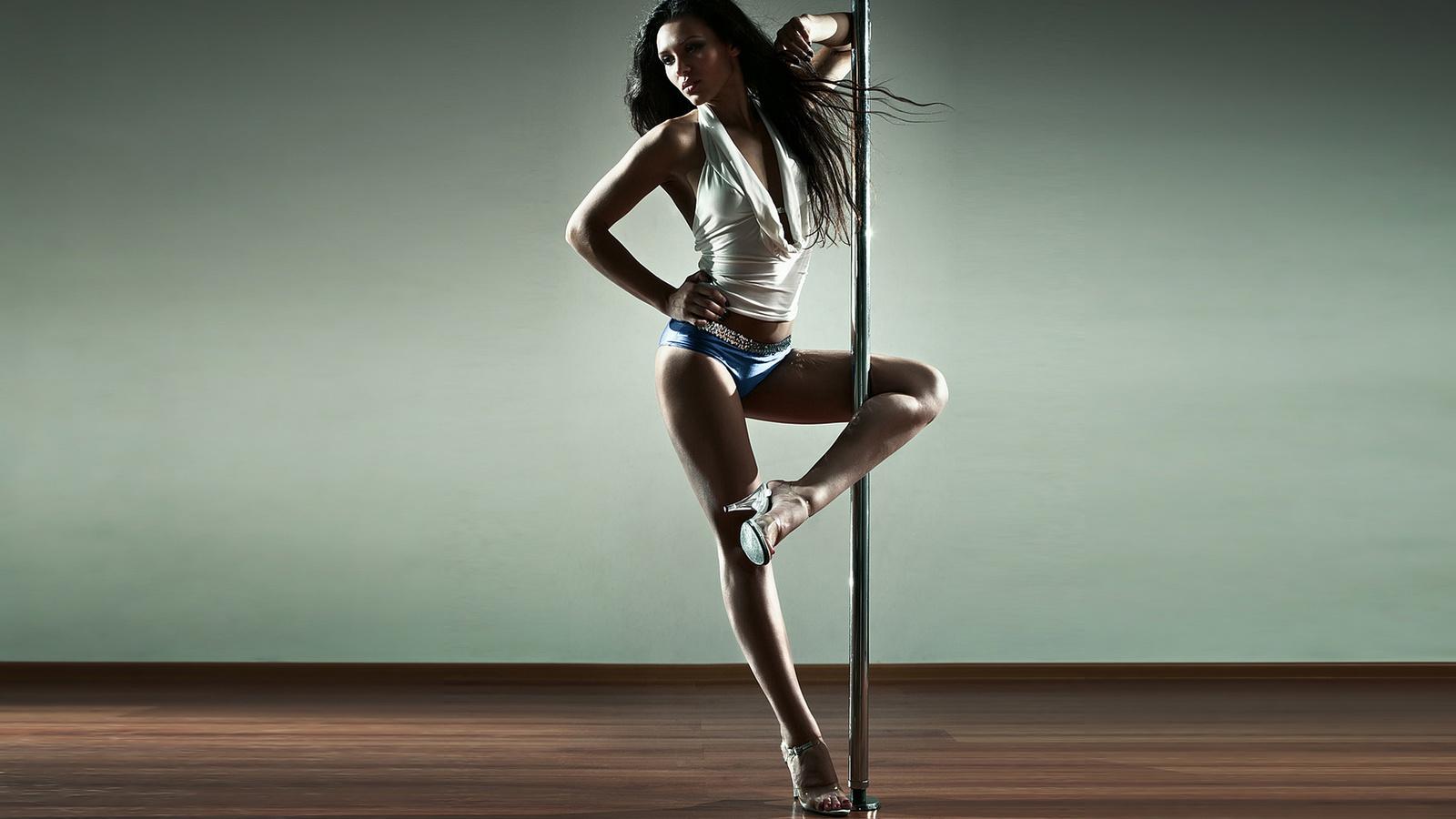 Фото девушка танцует стриптиз, Новые галереи про стриптиз. Голые девушки 24 фотография