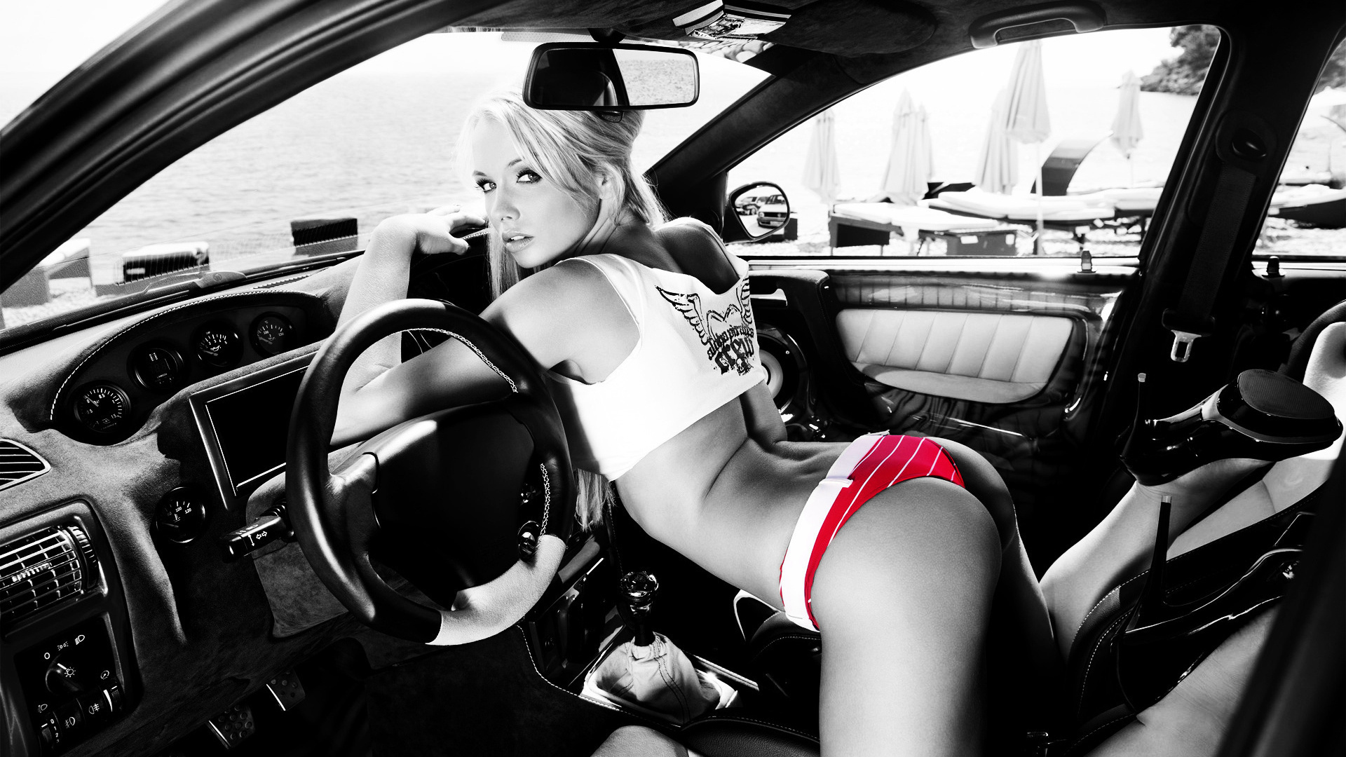 Naked little girls and women in cars — photo 12