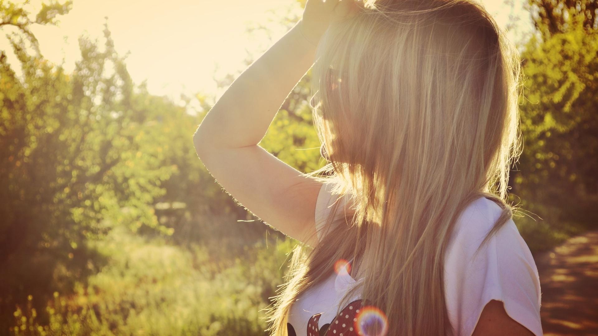 Картинка на аватарку для девушек со спины