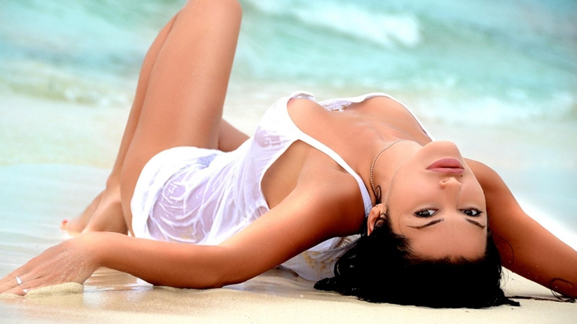 Keerthi Suresh sexy nude