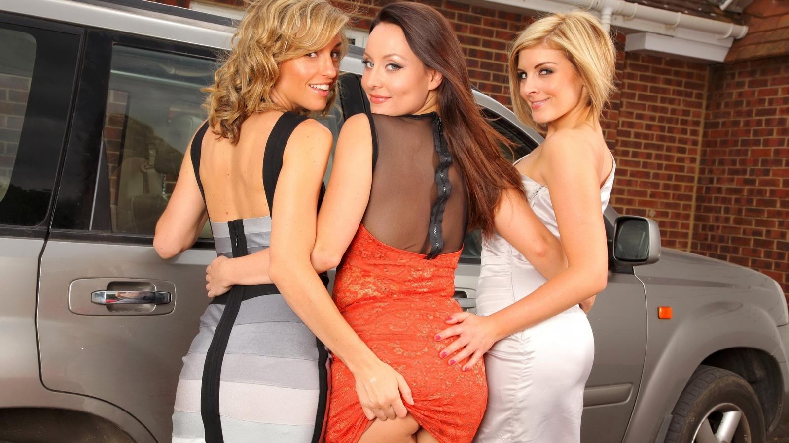 Русскую блондинку ебут трое, Трое русских парней трахают одну девушку - смотреть 27 фотография