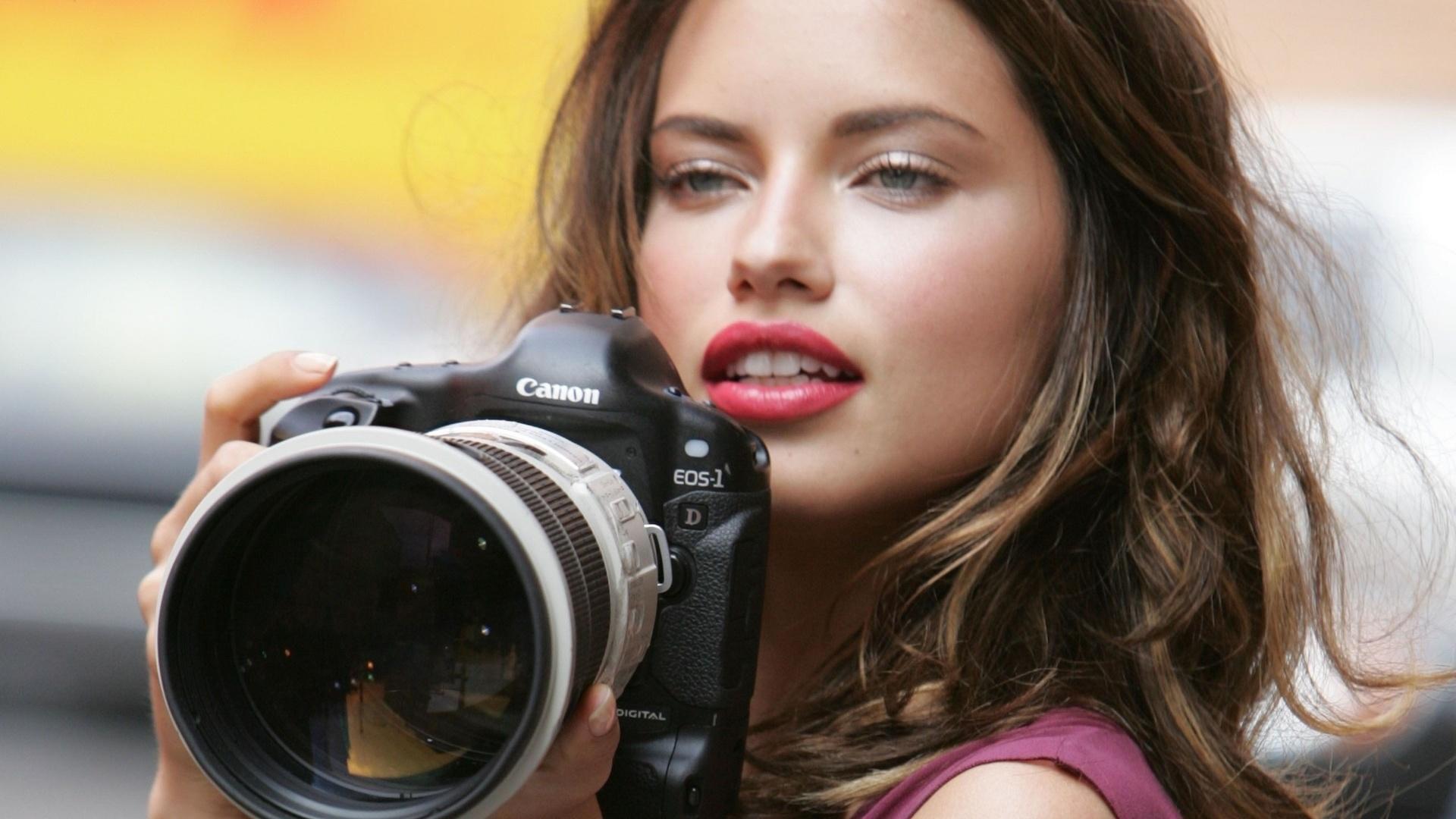 если нет фото девушек вставляют голой актрисы