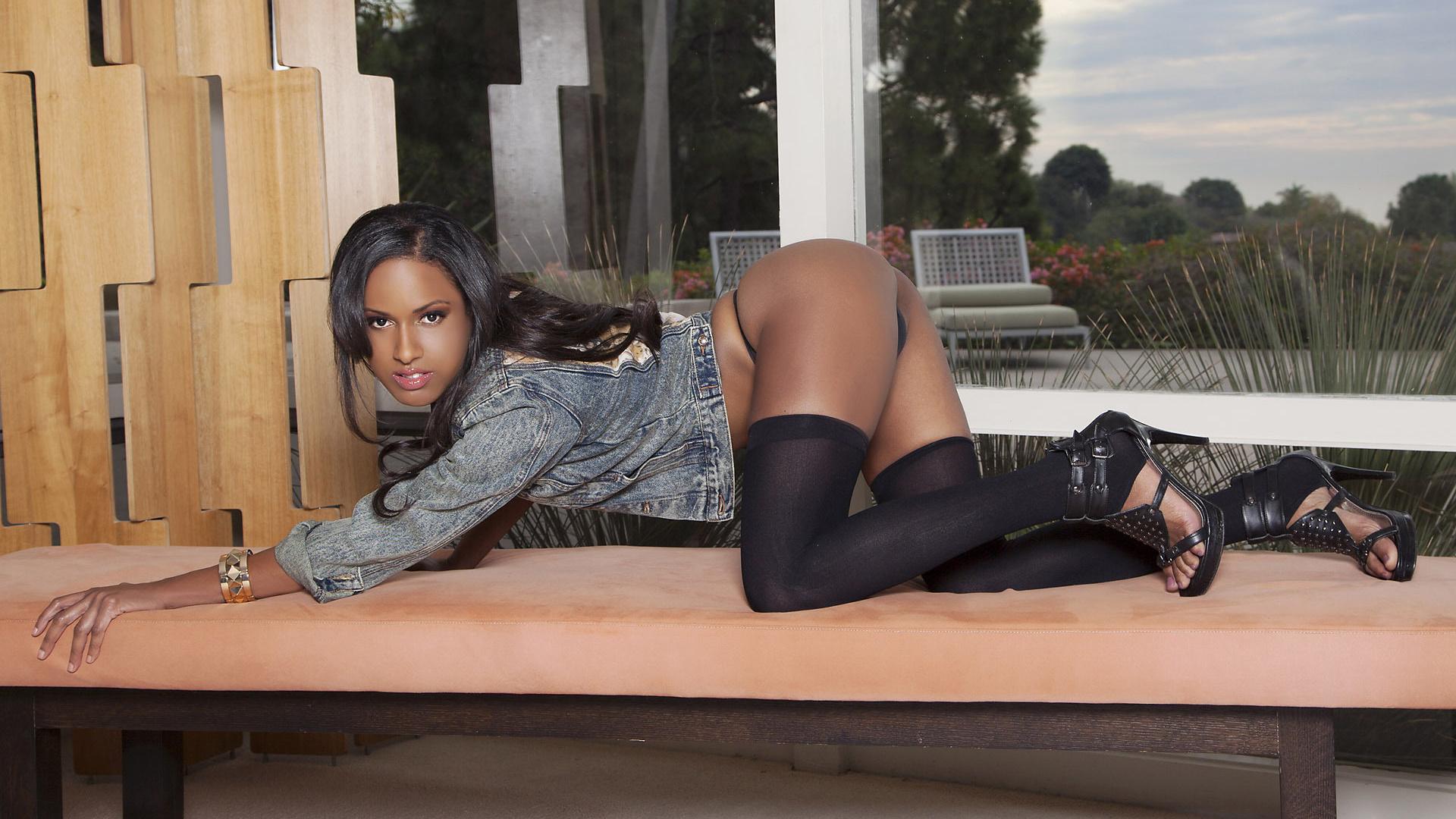 ashley sasha, девушка, модель, мулатка, брюнетка, взгляд, попа, ноги, чулки, туфли, куртка, шпильки, кушетка, стринги, попка, на четвереньках