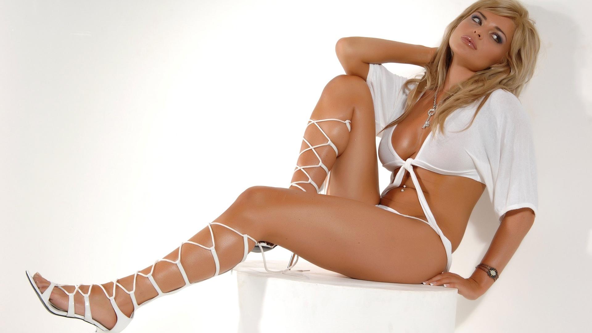 Фото категория сексуальные ножки, Голые ножки - красивые девушки с голыми ногами на фото 23 фотография