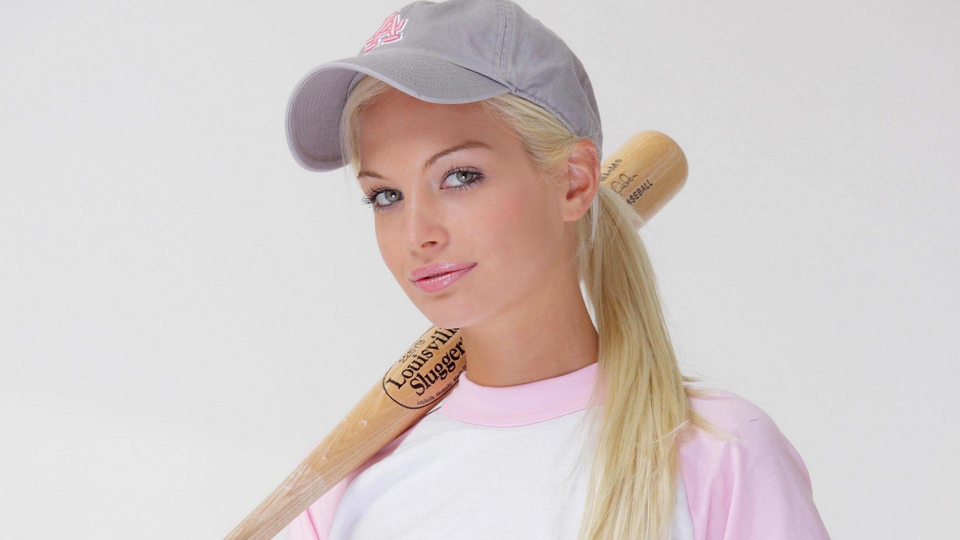 Фотки красивых блондинок в кепке
