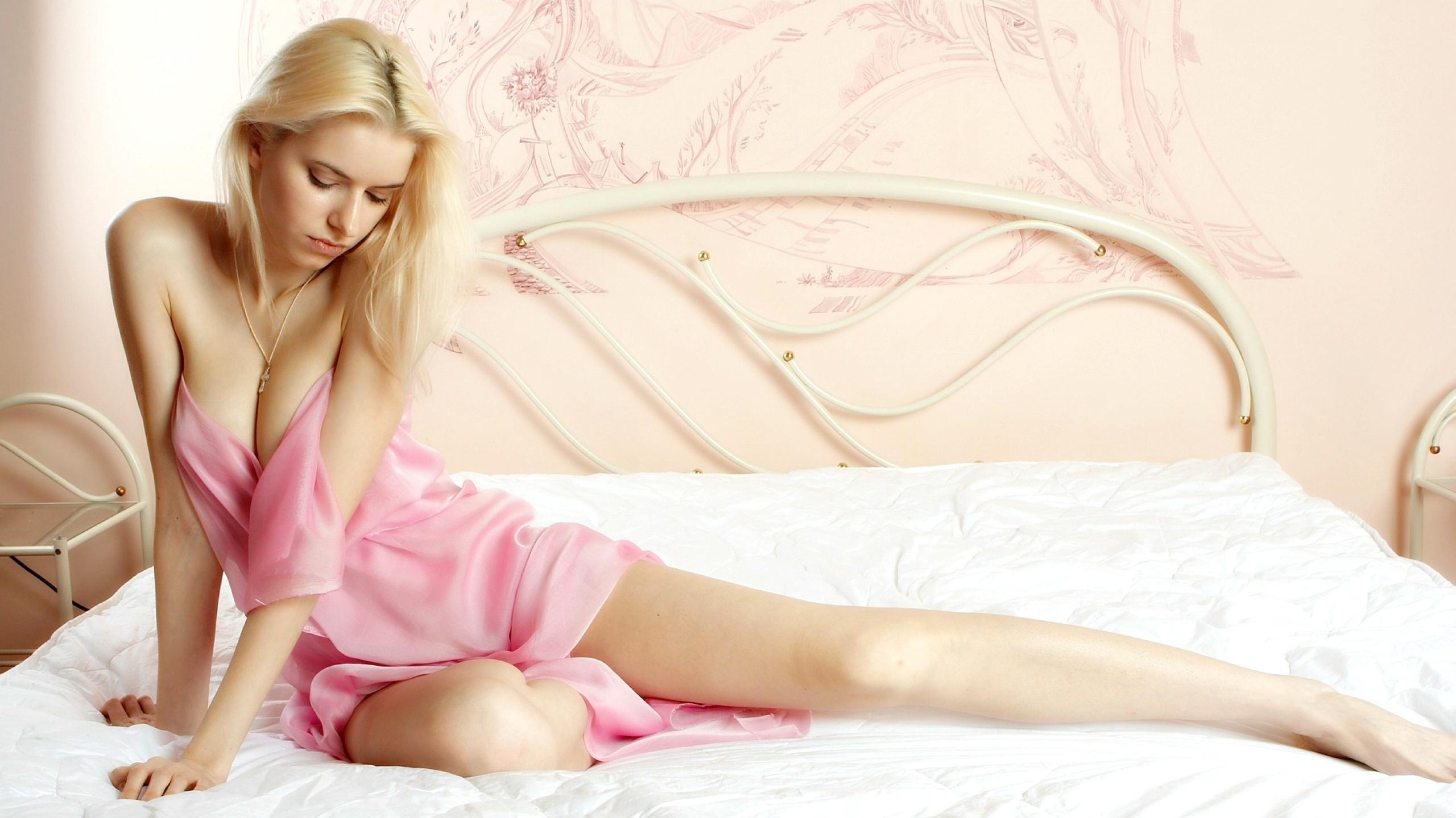 Сексуальные девушки на кровати, Голые в постели и на кровати - фото голых девушек 21 фотография