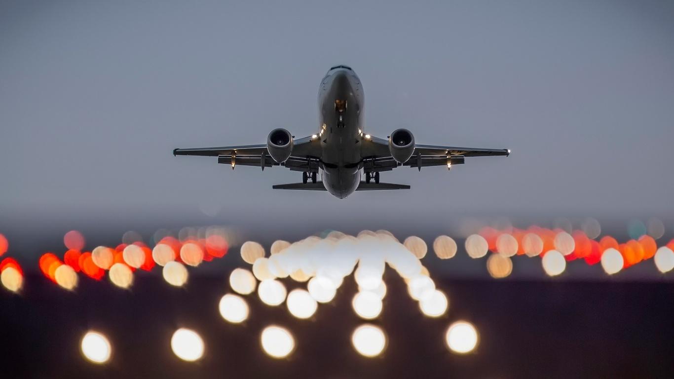 Если вам сниться что вы взлетаете на самолете, это говорит о личностном росте, саморазвитии и попытках изменить жизнь к лучшему.