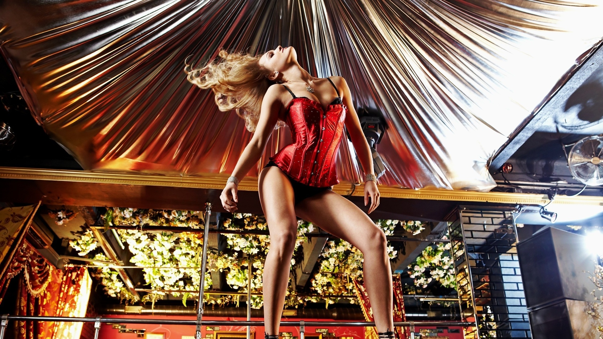 Sexy girls dancing strip free 2