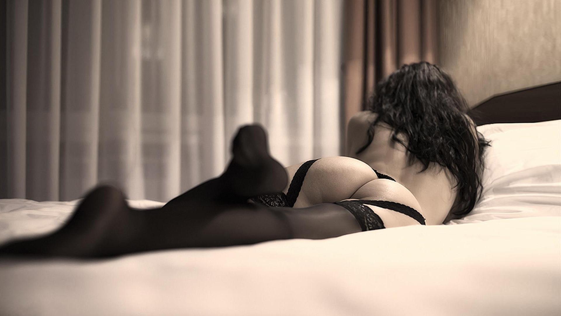 Профессиональные эротические фото брюнеток сзади — pic 13
