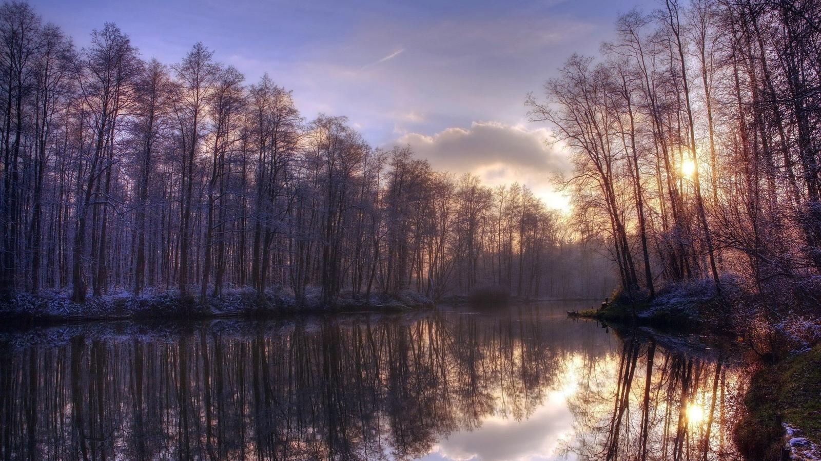 небо, облака, лес, река, отражения, осенний день, природа