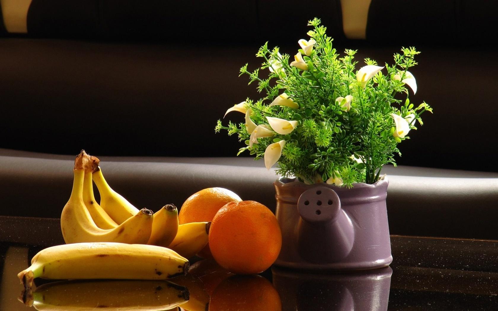 лейка, цветы, бананы, апельсины