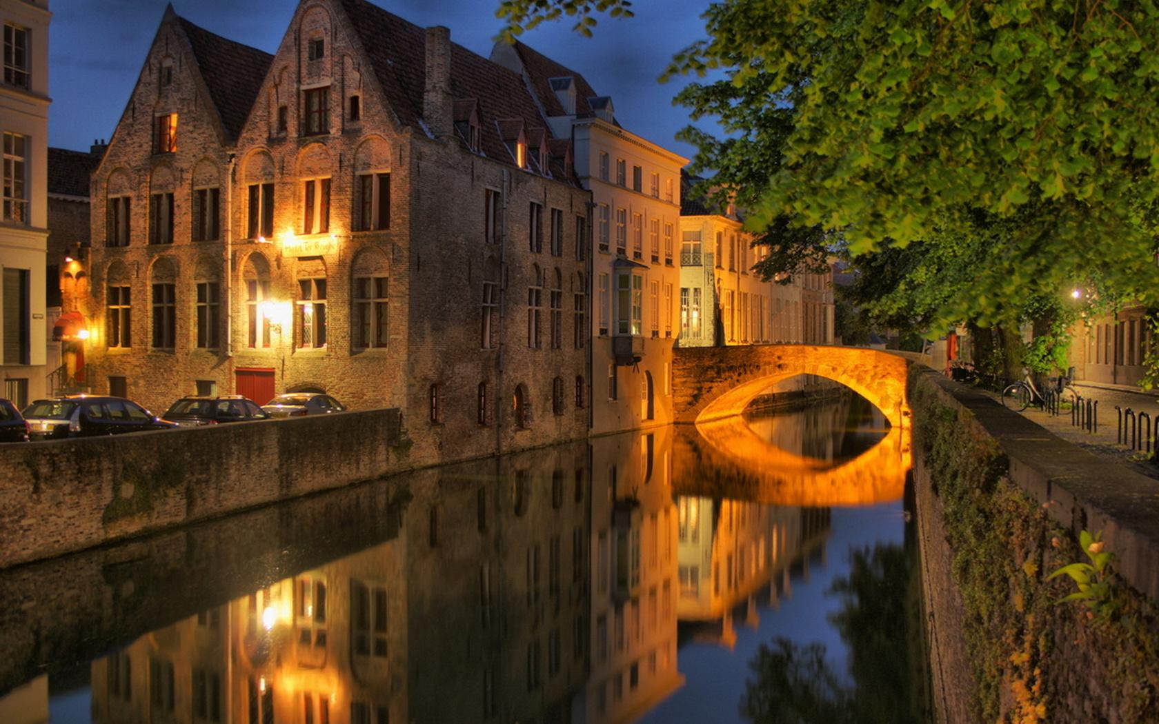 бельгия, брюгге, здания, мост, канал, огни, освещение, деревья, красота, ночь, города мира,