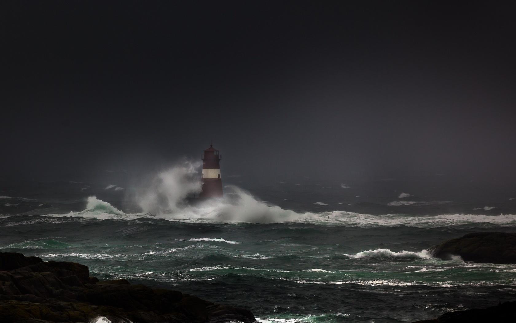 океан, маяк, шторм, циклон, волны, пасмурно, красиво, скалы, камни, темный фон, небо, природа