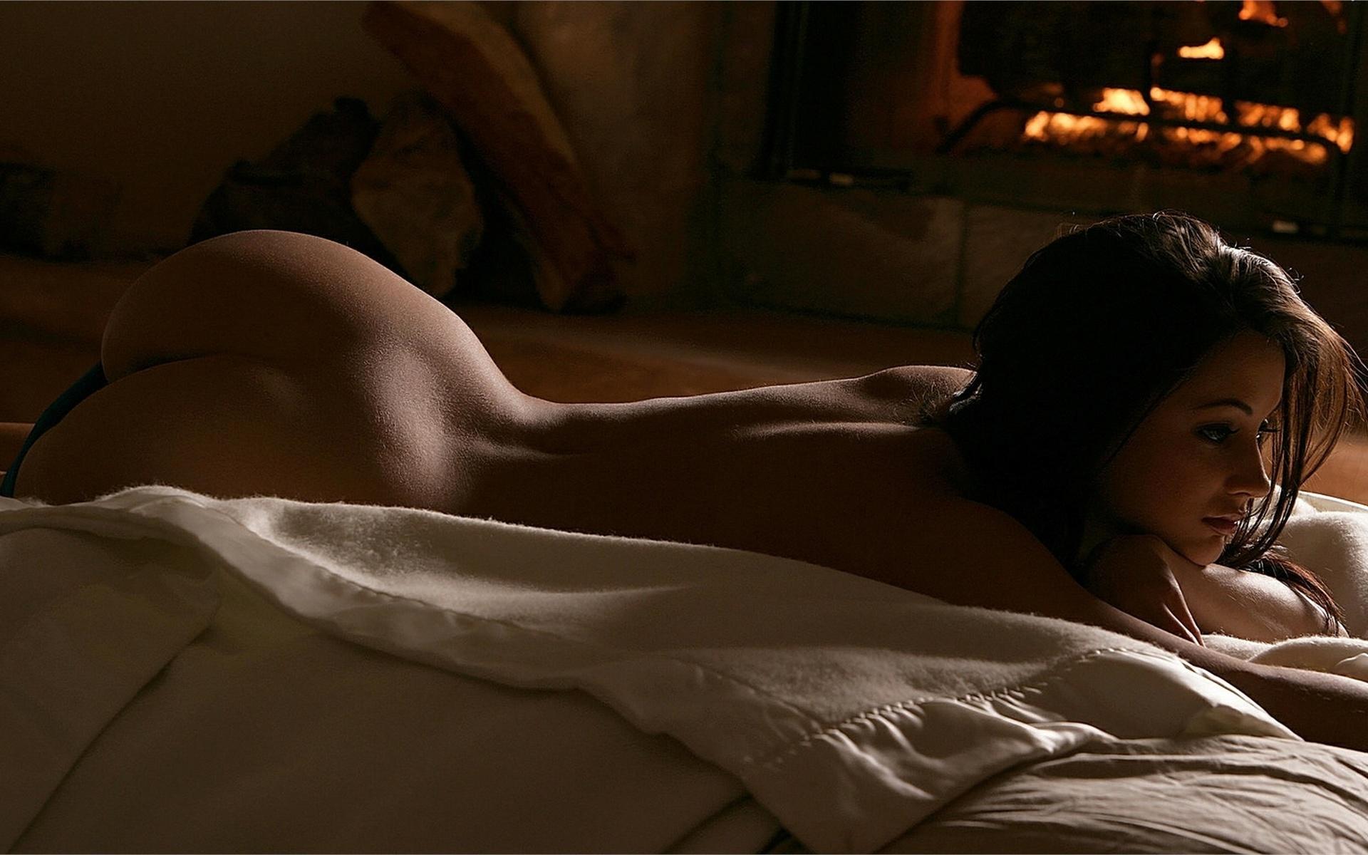 Эротические фото девушек на постели