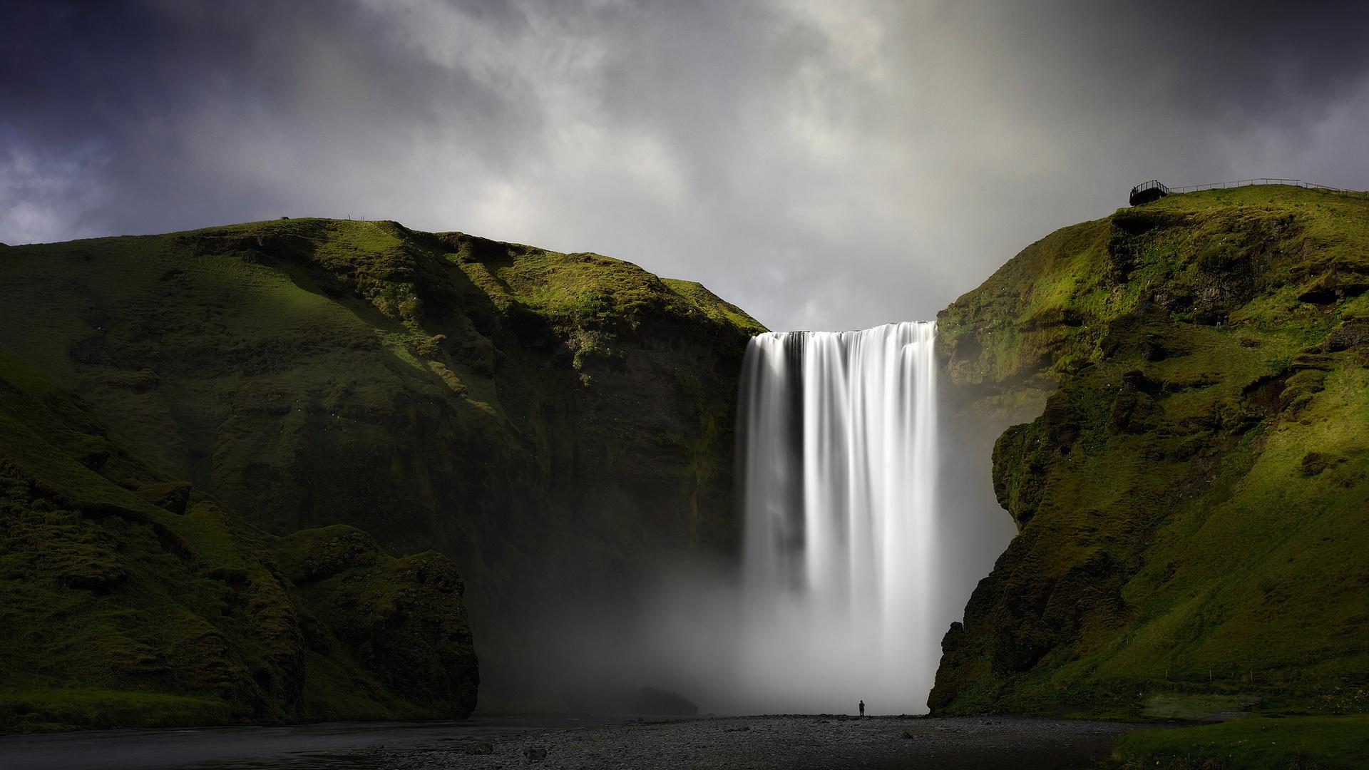 vodopad-v-gorah-porno-rakom-na-horoshim-kachnstve