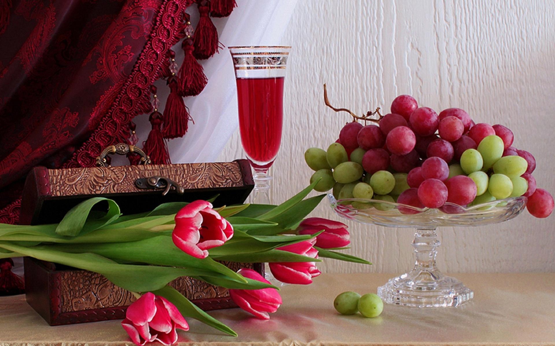 Теме космос, открытки с цветами и вино