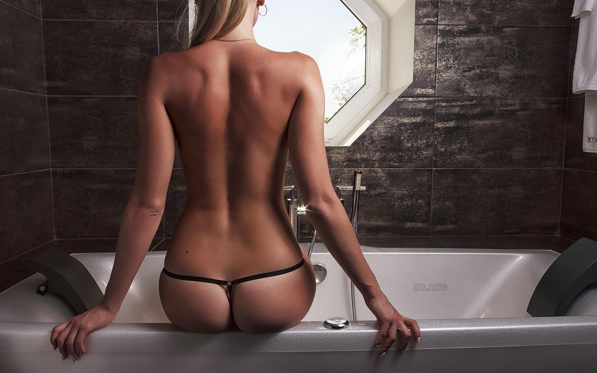 Vegas sexy bathrooms