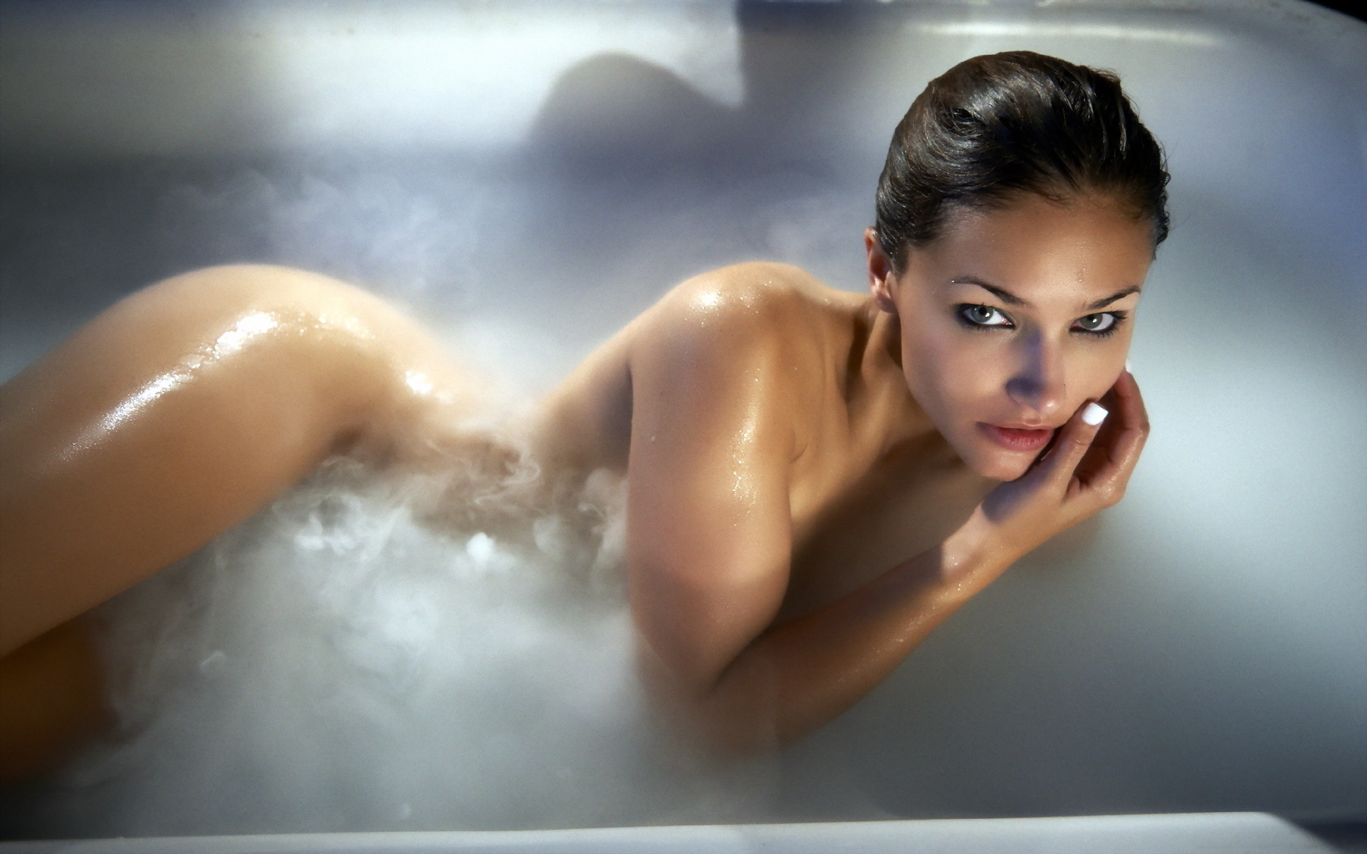 Обнаженная Девушка В Ванне