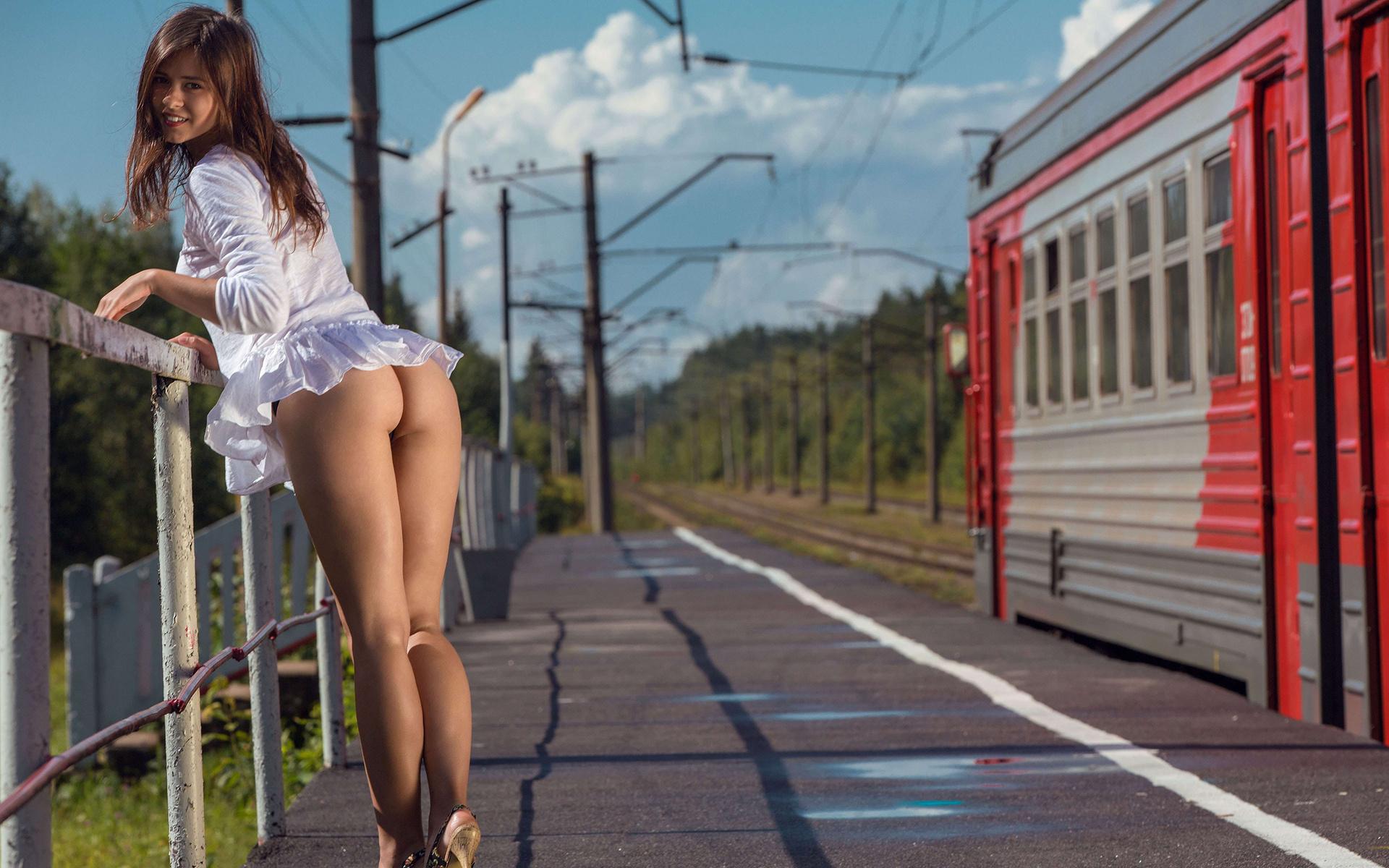 Эротическое фото девушка и тепловоз — photo 8
