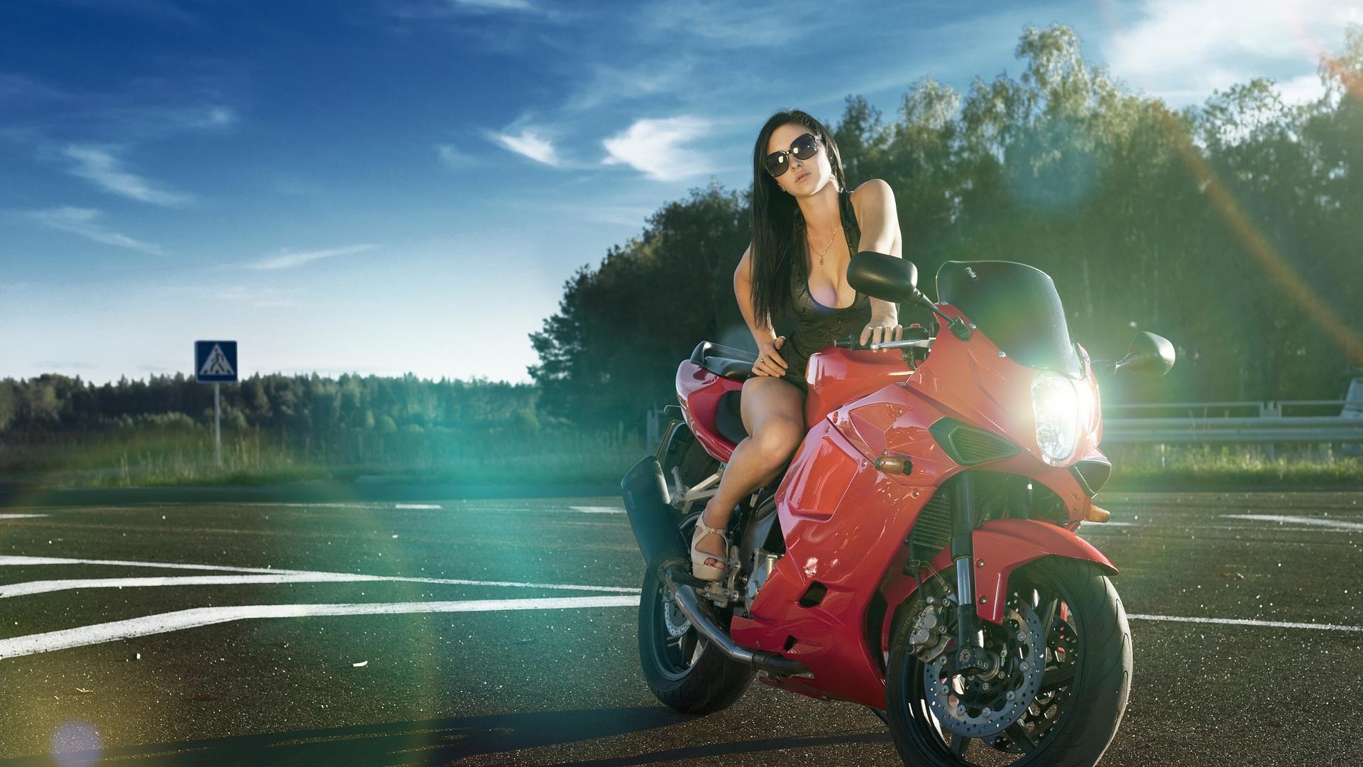 Красавицы на мотоциклах и автомобилях фото — photo 12
