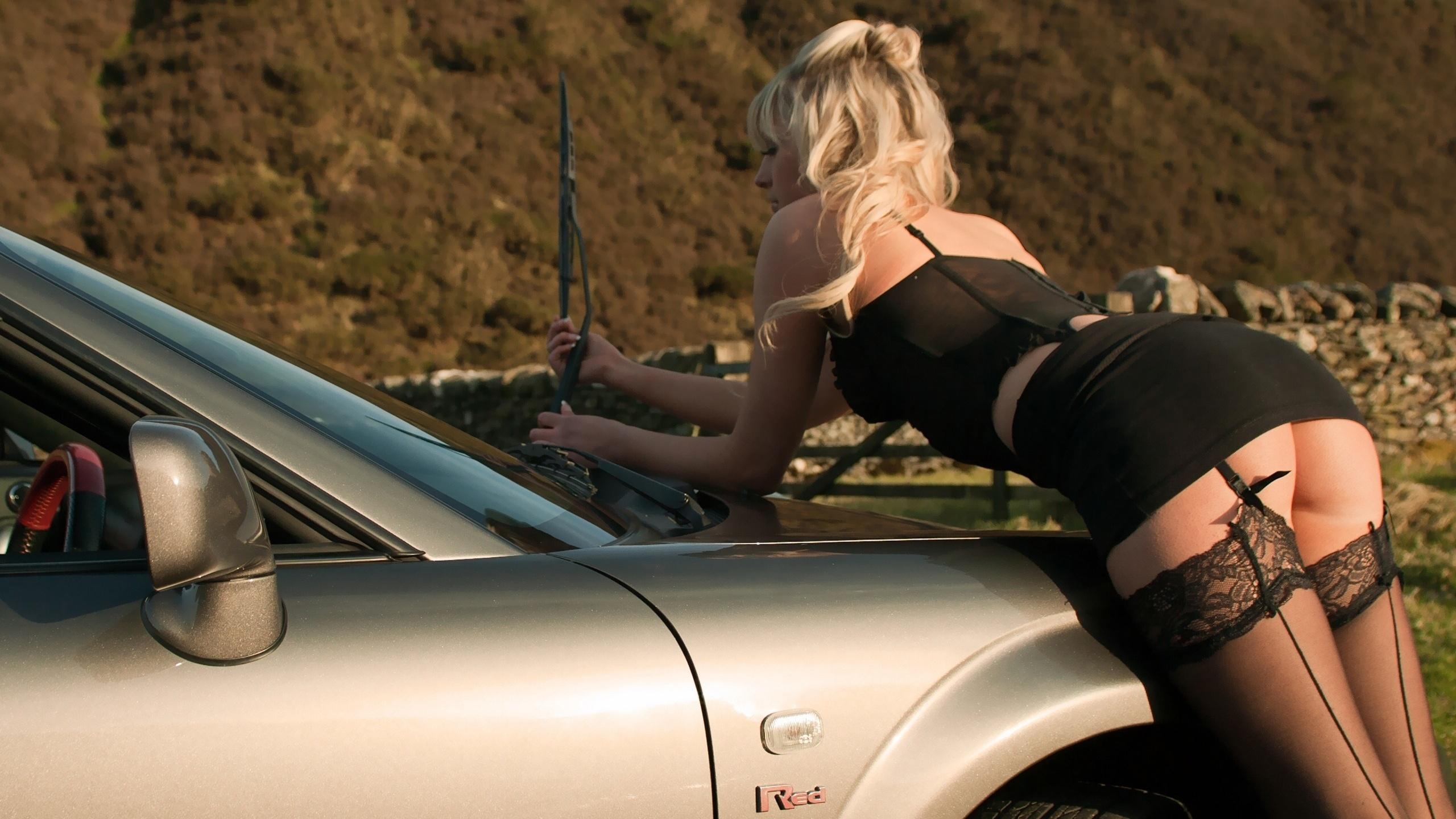 Фото зрелых женщин в чулках на фоне авто, секс фото с русской анжеликой