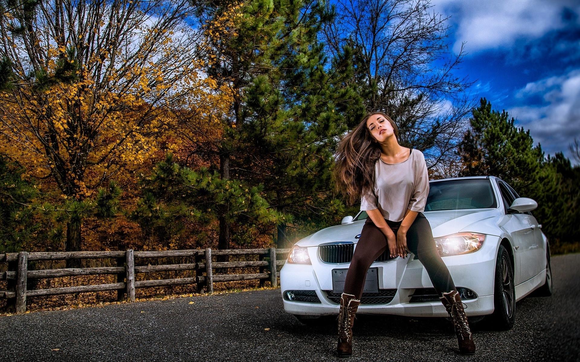 Большие фотки-девушки с авто на природе, порно на улице с пышными попами