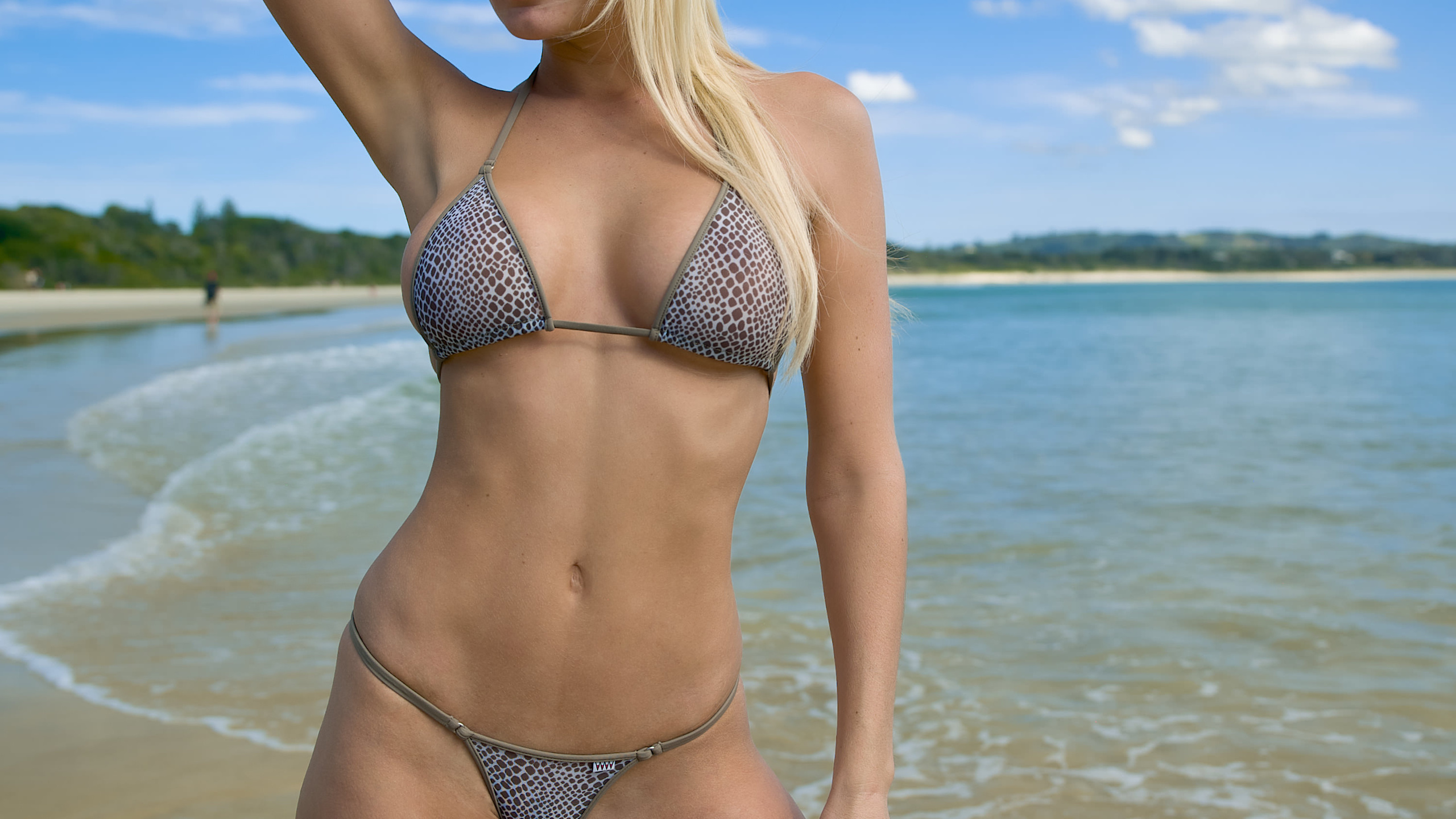 Тетка бикини на пляже фото купальник белокурые лесби порно